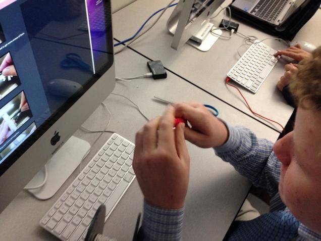 Assembling the finger